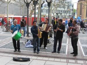 Een zigeunerorkestje in Frankfurt